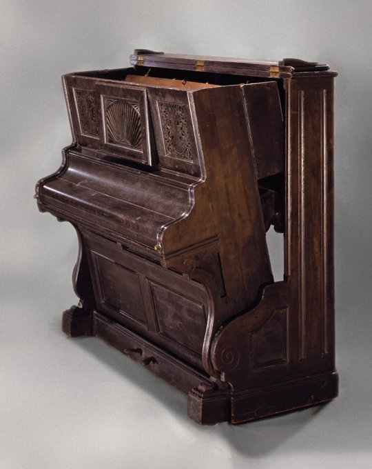 convertible-piano-presented-by-the-molly-&-claude-team